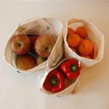 un lot de 3 filets à fruits et légumes en coton de 3 tailles différentes