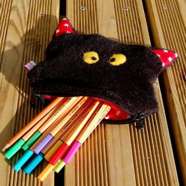 une trousse monstrueuse pour tous les crayons